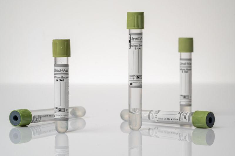 Вакуумная пробирка с фторид натрия, антикоагулянтом и разделяющим гелем